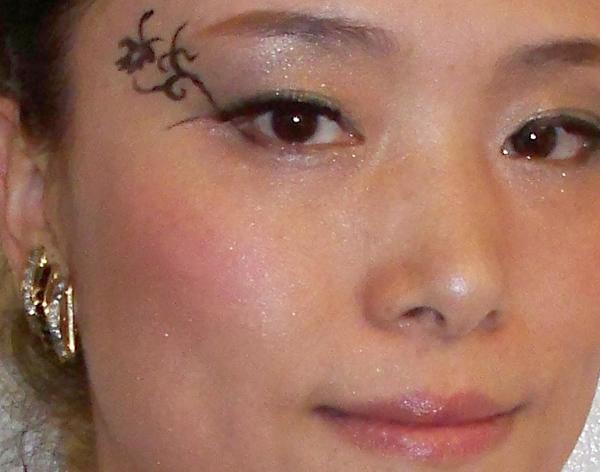 【创意精灵达人示范妆容】一支眼线笔所带来的艺术创意图片