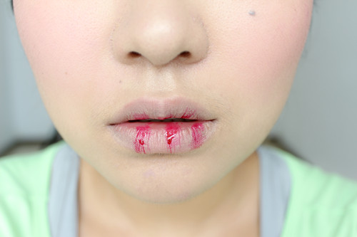 嘴巴如何卸妆步骤