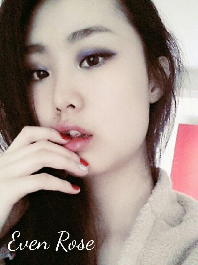 亚洲色情24p_月光下带有性感眼神的玫瑰女神妆