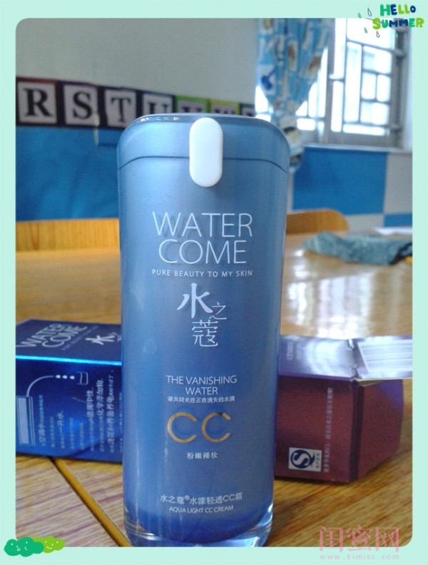 打开包装盒,看到一个天蓝色扁扁的瓶子,和外包装一样朴实大方 对于我这个没用过CC霜的土包子而言,一切都是那么新鲜啊! 我一般用的护肤品都是圆柱形(长的水和扁的霜) 可是它不是圆柱形,真是太少见了(请原谅土包子)
