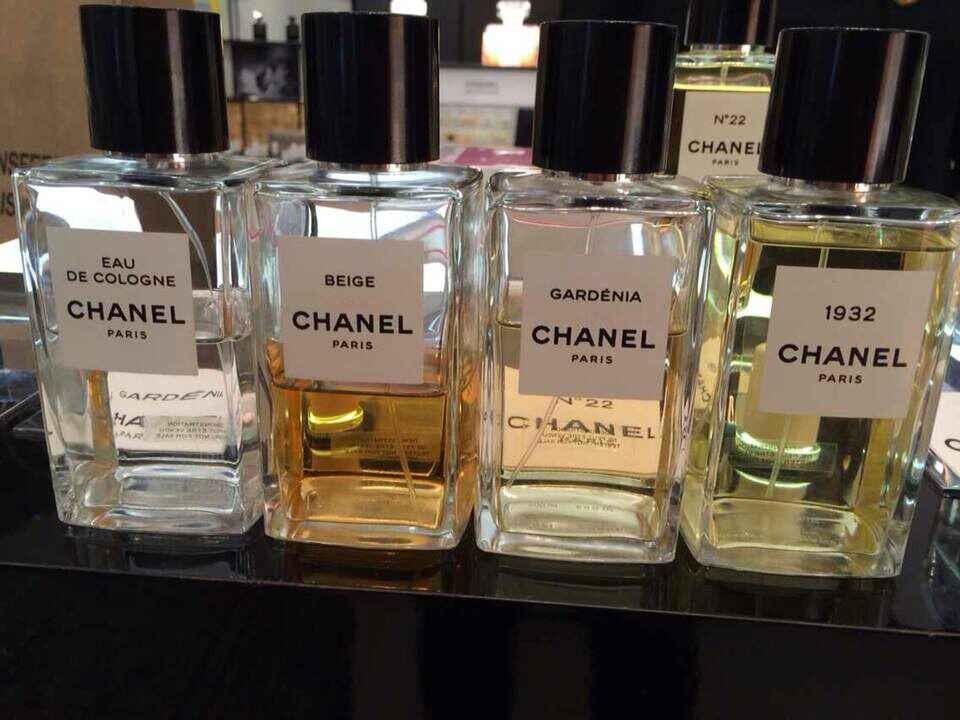 beige和gardenia是最爆的款!不解释啦!是一闻就会爱上的味道,需要扫盲的同学私信吧!这系列的exclusive香水全球只有30多个柜台限卖,所以大家在许多商场和机场看不到的原因!