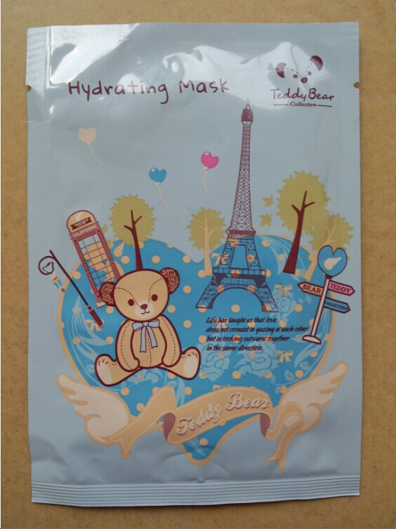 包装十分可爱,   它是第一款把泰迪熊形象运用于包装上的面膜产品.