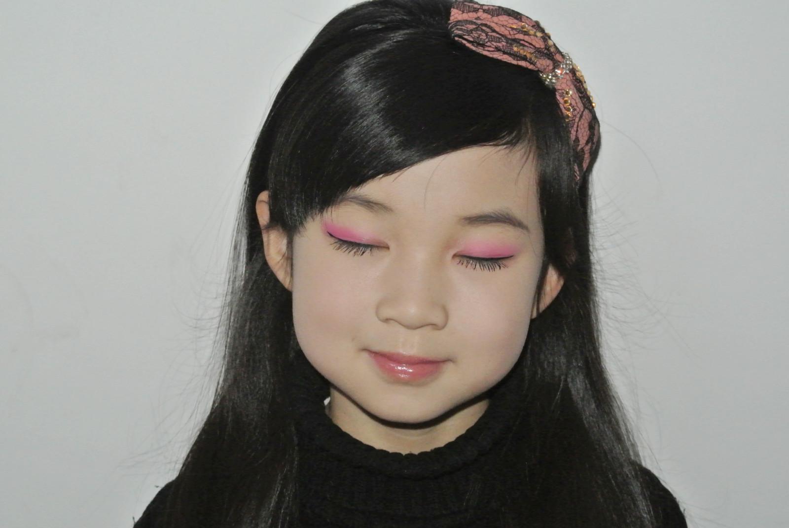 【闺蜜体验团】玛丽黛佳多米诺创意眼影组打造新年甜美妆图片