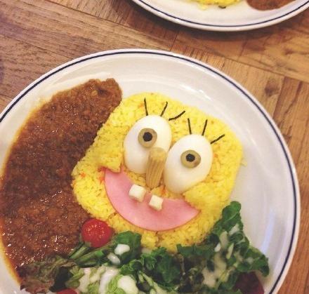 利用食材将海绵宝宝可爱的脸孔忠实呈现眼前