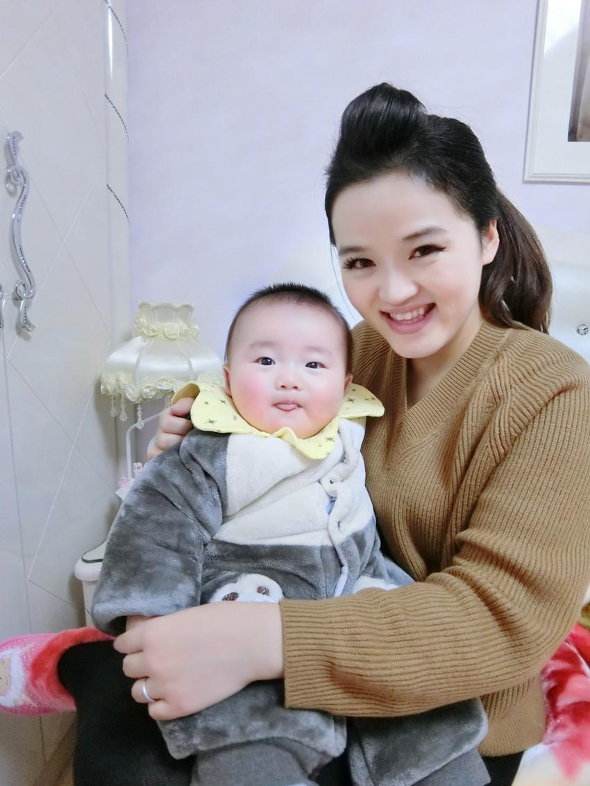 我和宝宝美赞臣DHA2.JPG