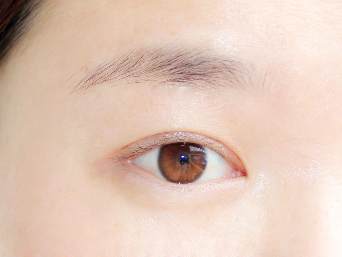 轻轻按摩后,精华全部吸收后的眼部肌肤.JPG