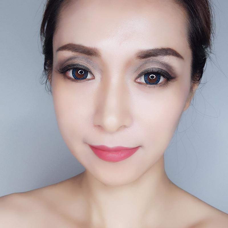 薄薄的涂抹一层,可打造日常妆容,若要打造主题妆容,宜厚涂.