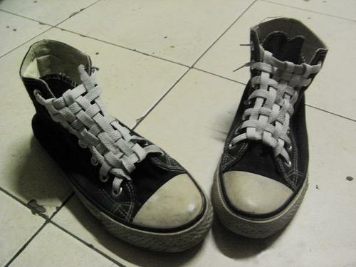系的第一双,细节在于斜着的那根鞋带,把结系中间蛮有趣=0=图片